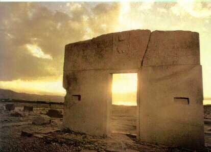 La Puerta del Sol (Inti Punku) es un monumento de las Ruinas Arqueológicas de Tiahuanaco, Bolivia.