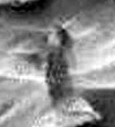 ¿Es posible que esta anomalía fotografiada por Curiosity sea una mujer?