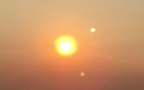 Imagen 2. ¿Acaso se trata de Nibiru? Curioso fenómeno de dos soles en el cielo es grabado en Seattle, Washington, EE.UU (Agosto 2015)