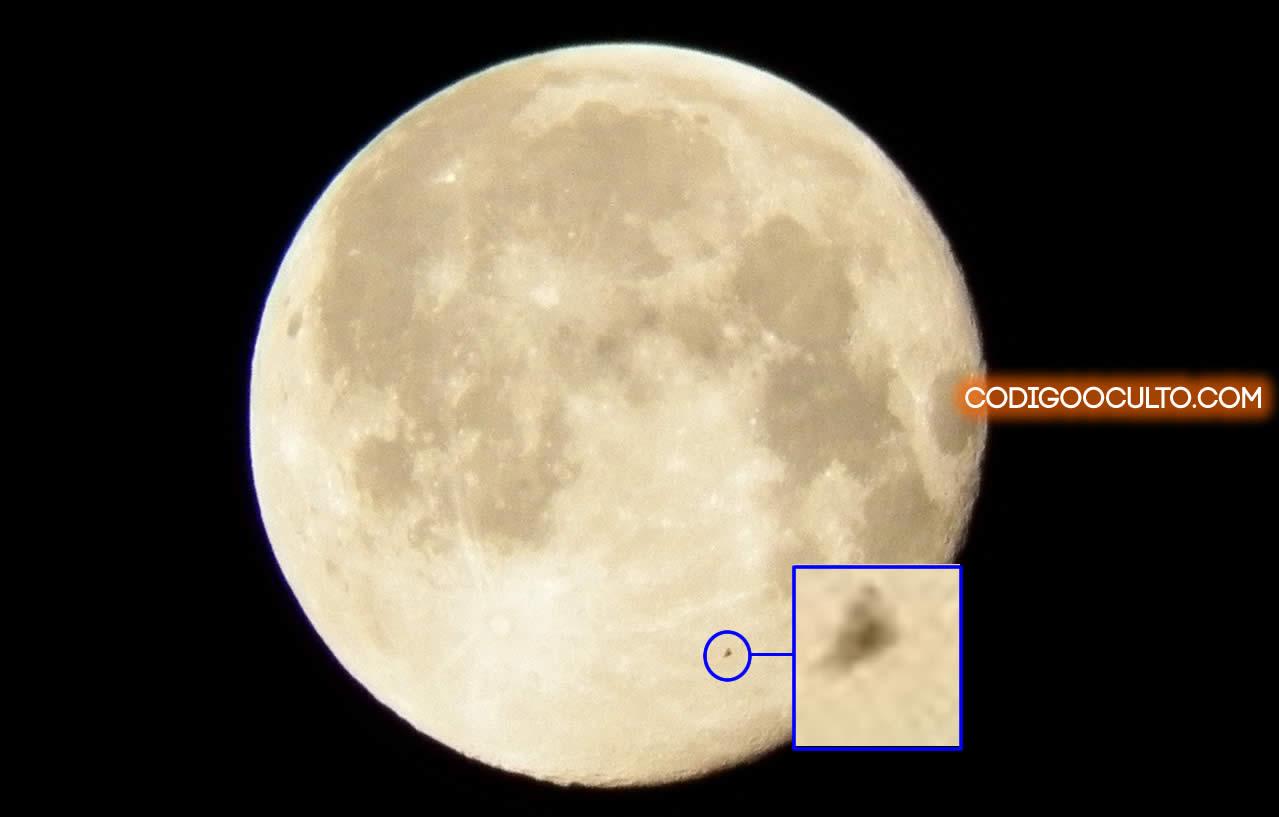Fotografían un OVNI triangular sobre la Luna