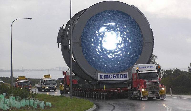 Fotografía que supuestamente muestra un camión con un portal dimensional – Explicación
