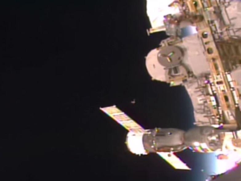 Imagen 1. Un OVNI cerca de la Estación Espacial Internacional. Fecha: 19 agosto 2015