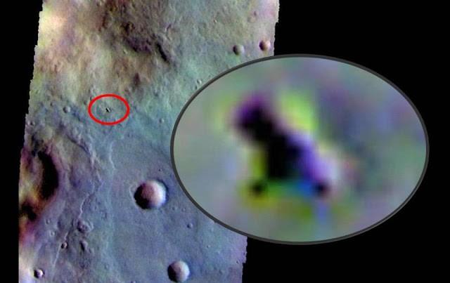 Nave de la NASA fotografió un OVNI en la superficie de Marte