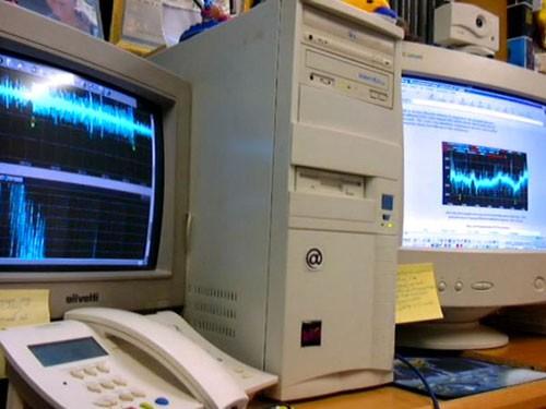 Distintas tomas de los equipos para recepción y análisis de los pulsos HAARP, en el domicilio del que suscribe el presente articulo. Fotografías: Guillermo León Jiménez.