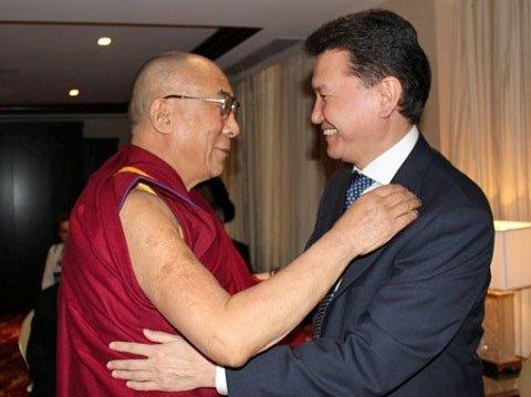 Kirsan Ilyumzhinov con el Dalai Lama
