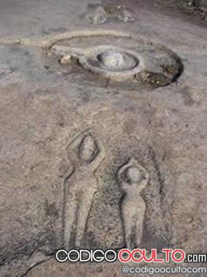 AAntiguas reliquias de una civilización perdida en los bancos de un río seco en la India