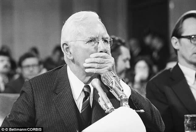 El ex-director de la CIA John McCone retuvo información durante la investigación de la muerte de Kennedy, según informes desclasificados de la CIA.