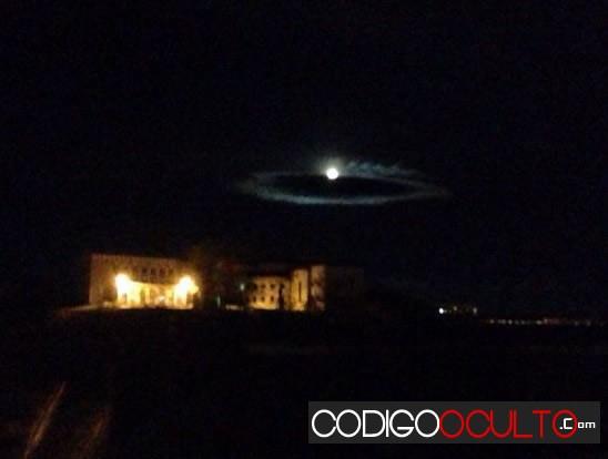 """Imagen 1. Impresionante """"nube OVNI"""" captada los días 1 y 2 de octubre en Ulan-Ude, Siberia, Rusia."""