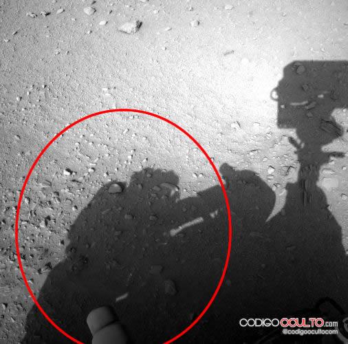 ¿Un astronauta haciendo mantenimiento al Curiosity?