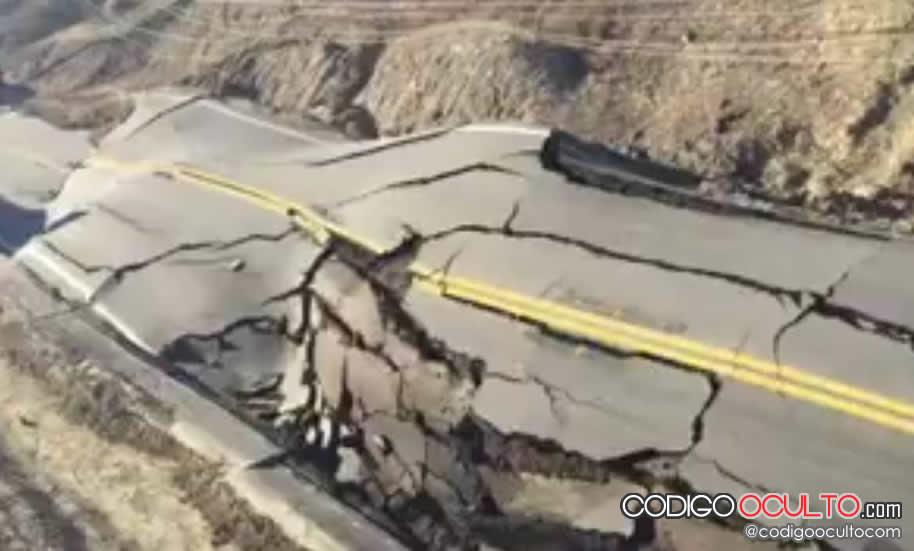 Carretera de California quedó destruida en tres horas y nadie sabe por qué
