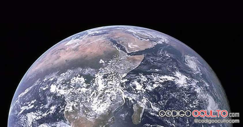 ¿Sabes por qué la Tierra no cae en el vacío del universo?