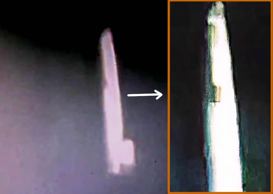 Nave espacial con forma de cigarro, presuntamente fotografiada cerca de los anillos de Saturno por la sonda Cassini.