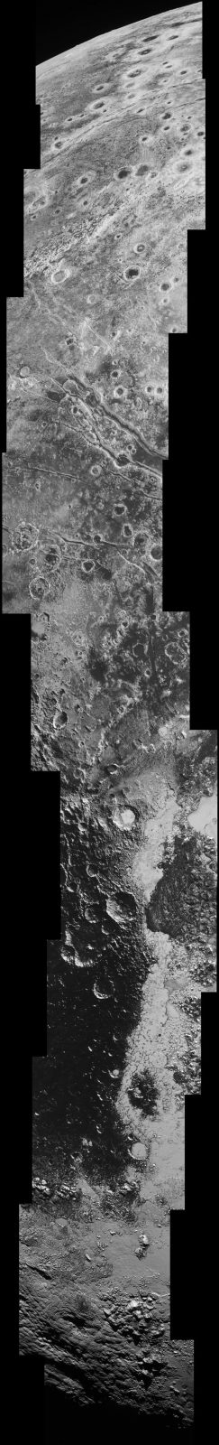 Las montañas heladas en la superficie de Plutón fotografiadas por la sonda New Horizons.