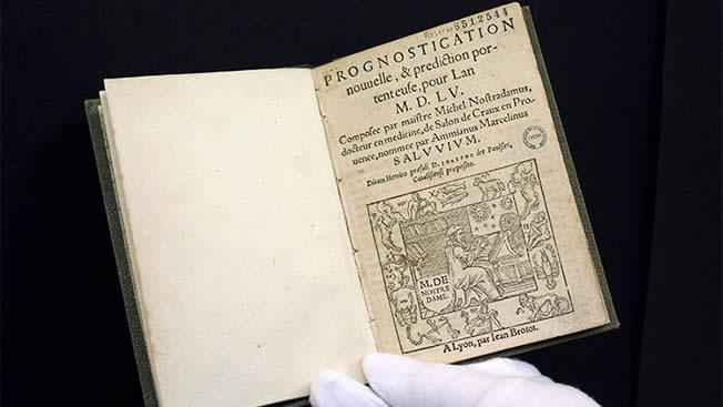 Una edición de las predicciones de Nostradamus del siglo XVI / Reuters / Robert Pratta