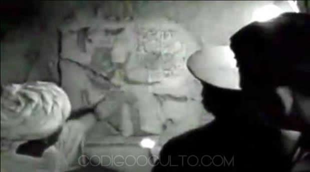 En las paredes del recinto los agentes de la KGB encuentran una serie de jeroglíficos y grabados.