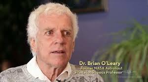 El ex astronauta de la NASA y profesor de la física en Princeton, Brian O'Leary también brindó su sorprendente visión de la vida extraterrestre