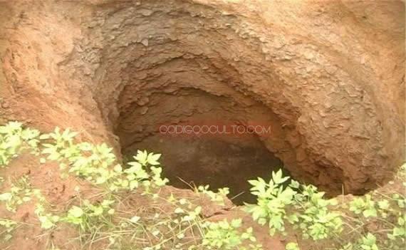 También aparecieron pequeños agujeros pero que representan un enorme peligro para los pobladores