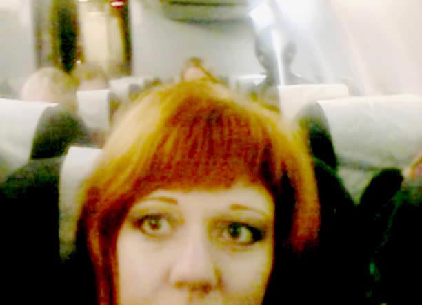 Supuesto extraterrestre fotografiado en un selfie en pleno vuelo