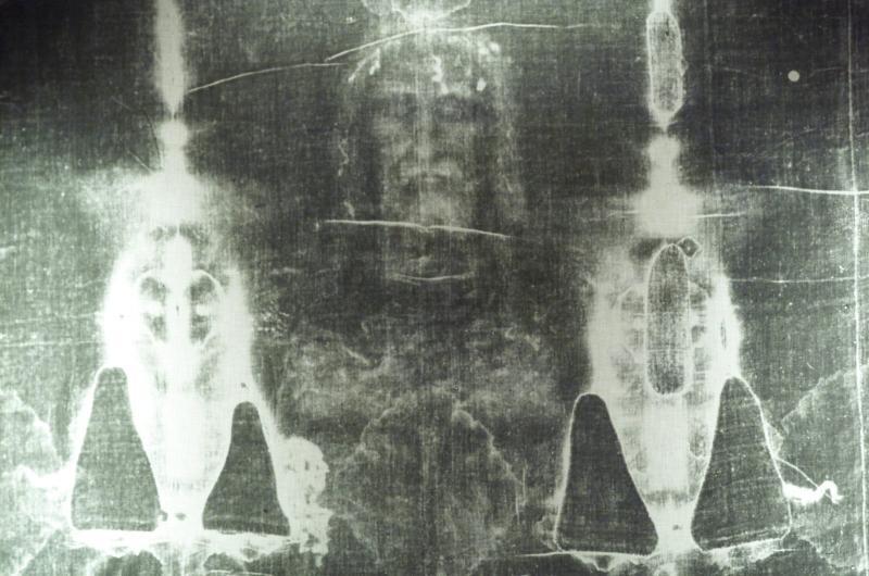 Perdura el misterio de cómo se grabó la imagen de un cuerpo en el Sagrado Manto.