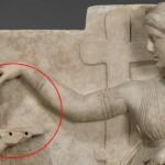 ¿Una simple caja, o un ordenador portátil en una escultura de 100 años A.C?