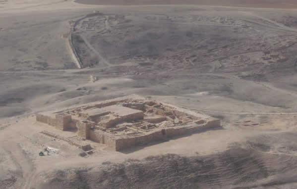 Vista aérea de la fortaleza de Tel Arad, donde se originaron las inscripciones utilizadas en el presente estudio.