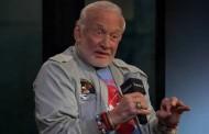 Ex astronauta Buzz Aldrin explica cómo comunicarse con extraterrestres