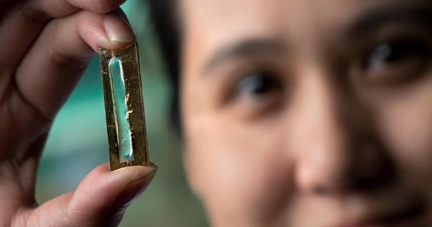 Investigadora descubre una batería que dura 400 veces más que las actuales