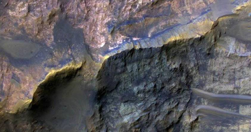 Carbonatos ricos en calcio encontrados bajo la superficie de Marte demostrarían existencia de vida extraterrestre