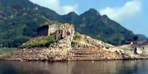 Sección «perdida» de la Gran Muralla China emerge de las aguas