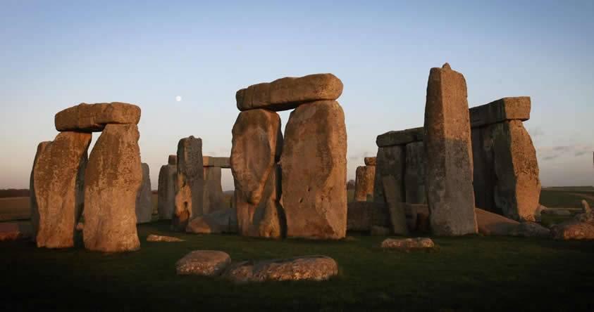 Científico afirma que Stonehenge fue construido en otro lugar y luego trasladado