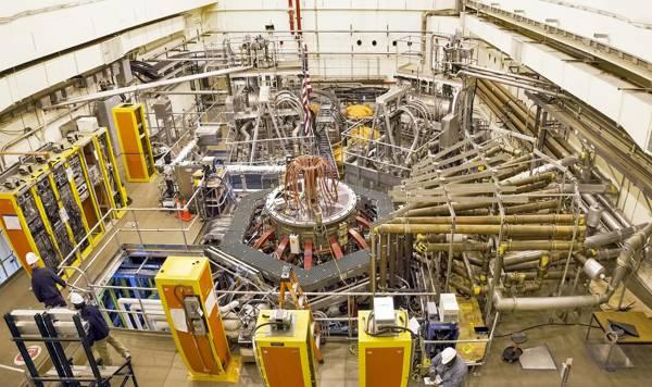 En la imagen puede verse en el centro un totamak o o reactor de fusión