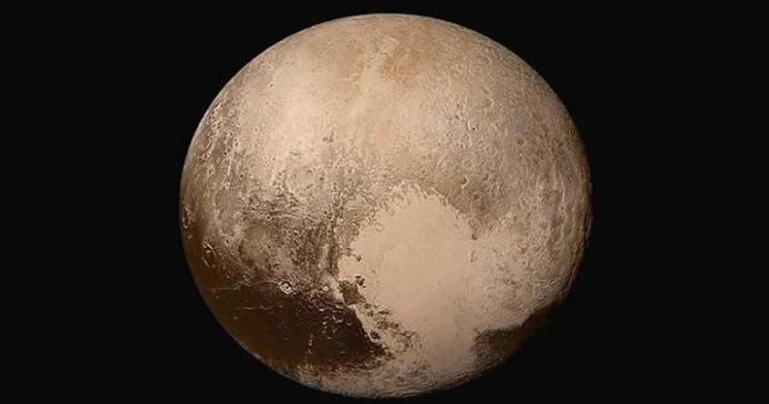 Plutón puede tener en su interior un océano salado de más de 100 Km de profundidad