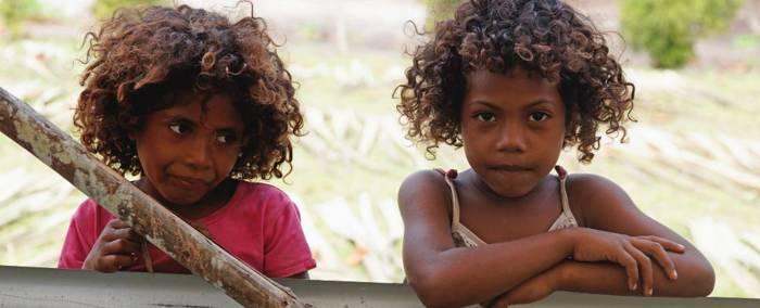 Niños melanesios de Papua Nueva Guinea.