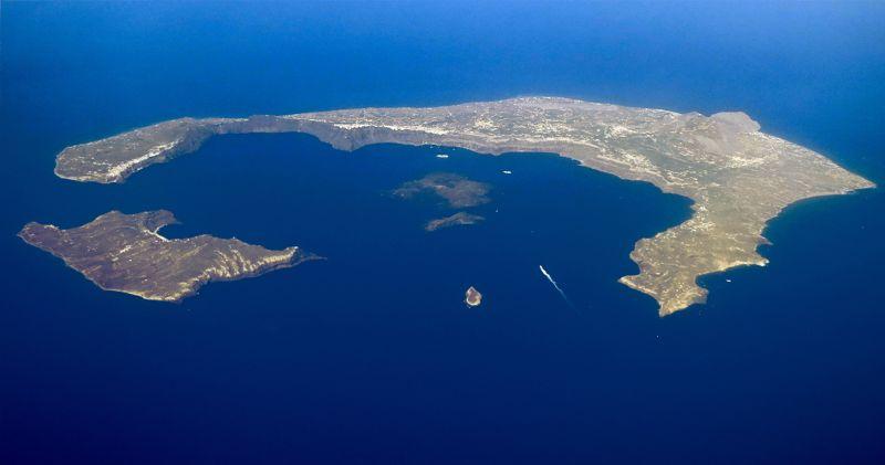 Restos del volcán hundido que hoy componen el archipiélago de Santorini