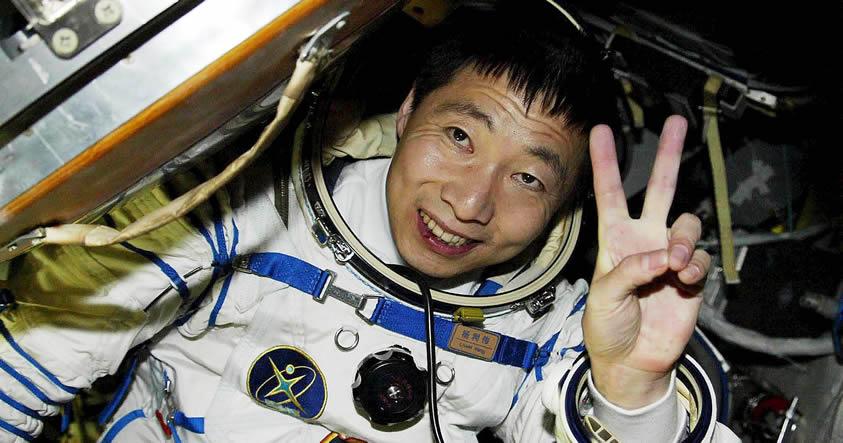 Astronauta de China reveló que «escuchó misteriosos golpes a su nave espacial»