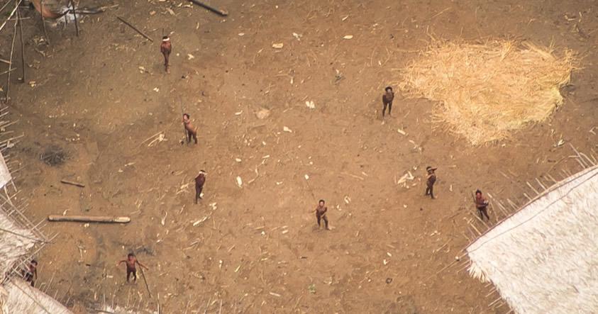 Impresionantes imágenes de una tribu amazónica no contactada que podría desaparecer