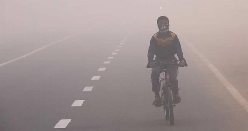 Aire de la India se vuelve «irrespirable», y autoridades cierran 1.700 escuelas por la alta contaminación