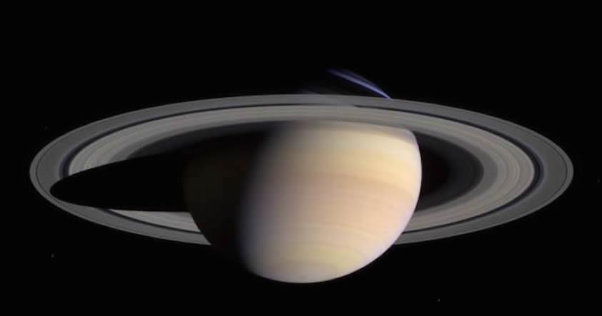 Los anillos de Saturno se formaron con restos de planetas enanos destrozados, según un estudio