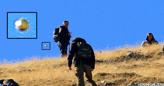 Reportan a MUFON fotografía de un «orbe» durante excursión en Kosovo