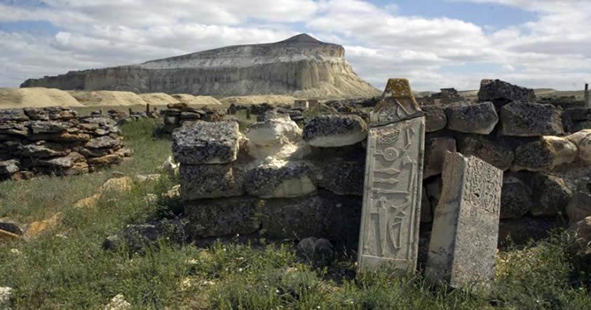 Descubren un misterioso monumento de piedra de 1.500 años de edad en Kazajistán