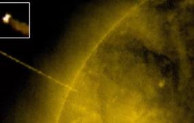 NASA capta un gigantesco OVNI saliendo del interior del Sol