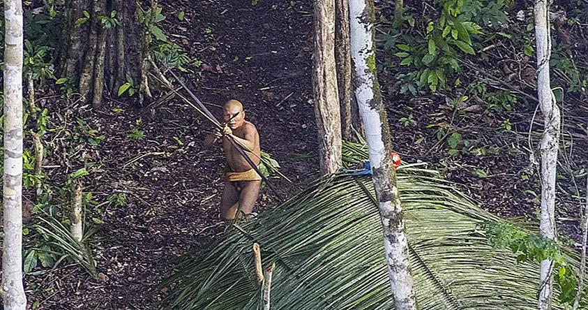 Fotografían de casualidad a una tribu de la selva amazónica de Brasil