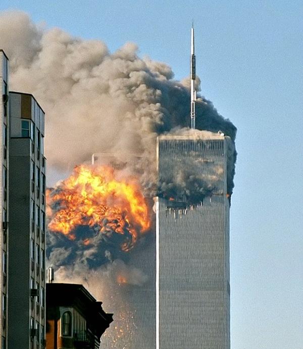 os atentados del 11 de septiembre del 2001 fueron observados en directo por miles de millones de personas a través de la televisión