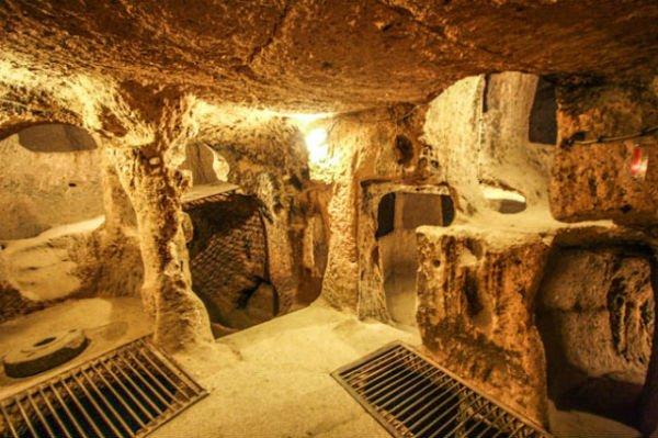La ciudad subterránea de Derinkuyu en Anatolia, Turquía, fue usada para proteger a sus habitantes de enemigos o desastres naturales.