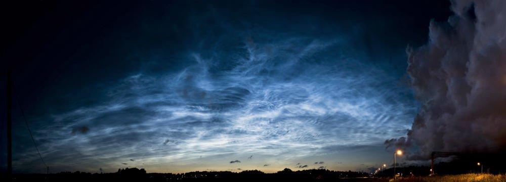 Nubes noctilucentes visto en Finlandia en 2009.