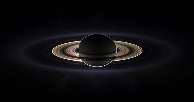 Investigadores revelan la edad de los anillos de Saturno