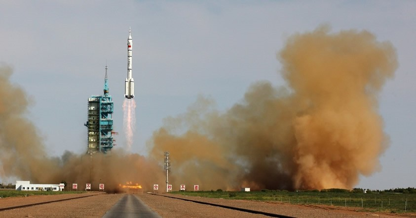 China anuncia planes para realizar misiones a la Luna y a Marte