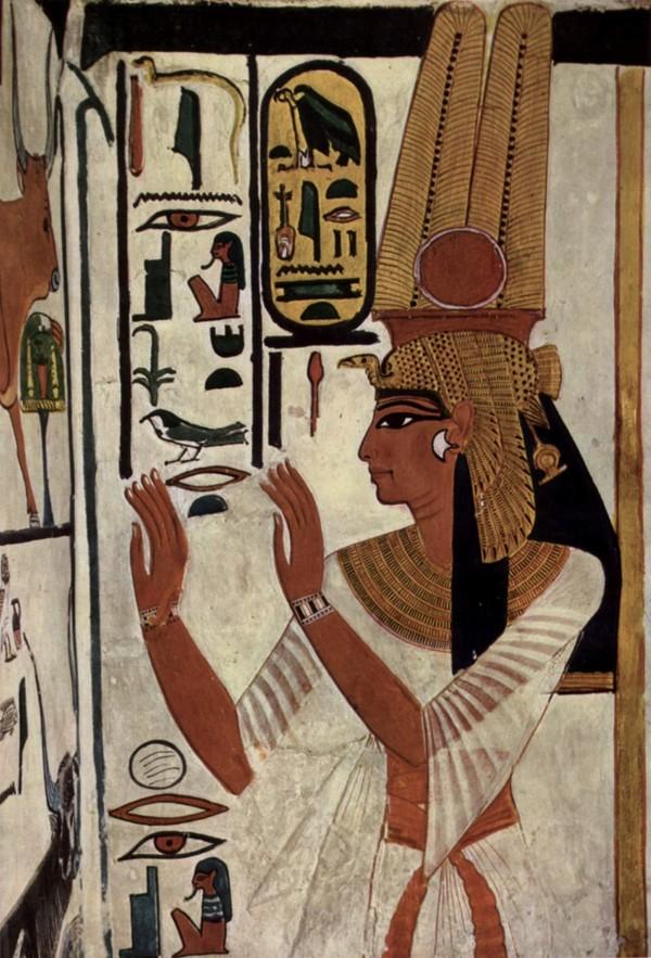 Representación de la reina Nefertari en la pared de una tumba.
