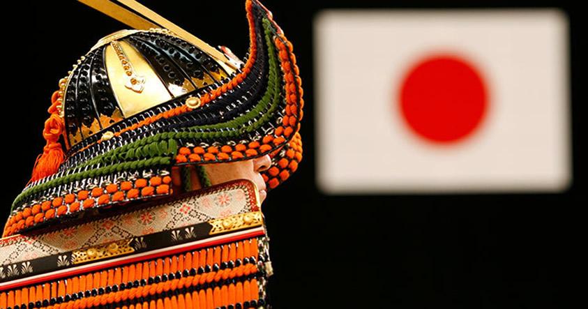 Investigadores descubren símbolos cristianos ocultos en espadas samurái