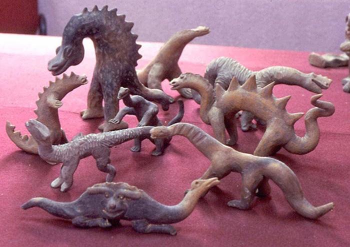 Algunas de las figuritas de Acámbaro de aspecto mitológico o que recuerdan a los antiguos dinosaurios.